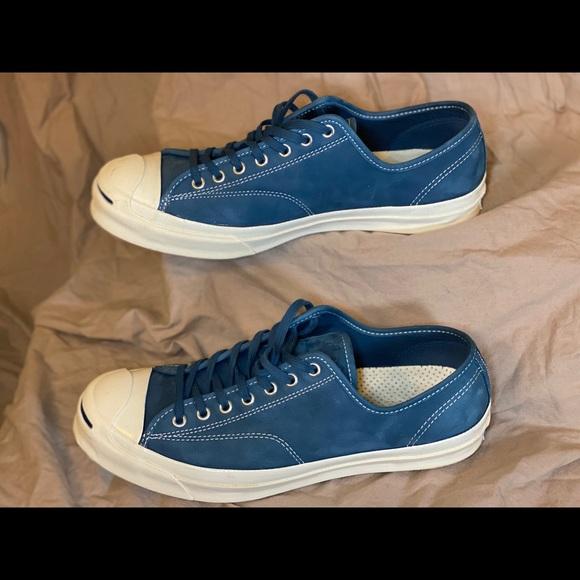 Converse Chuck Taylor in blue suede.
